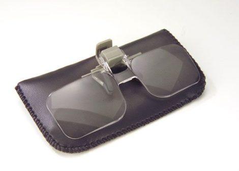 Szemüvegre helyezhető nagyító klipsz, 2-szeres nagyítás.