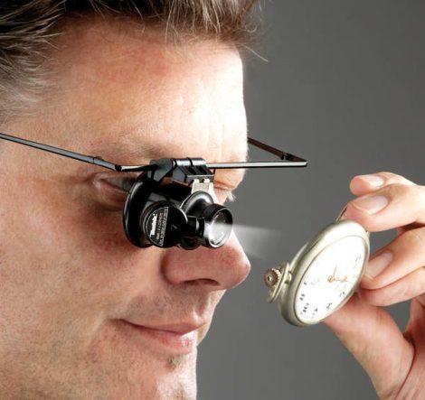 Szemüvegkeret nagyítóval és LED fénnyel, 15-szörös nagyítás.
