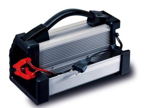 AEG mikroprocesszoros akkumulátortöltő LP10, 6/12/24V akkumulátorhoz.