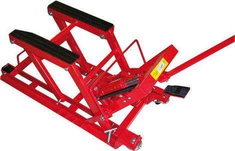 Motoremelő, maximum teherbírás: 675 kg.