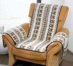 Fotelvédő tiszta gyapjúból karfavédővel, folklór motívummal.