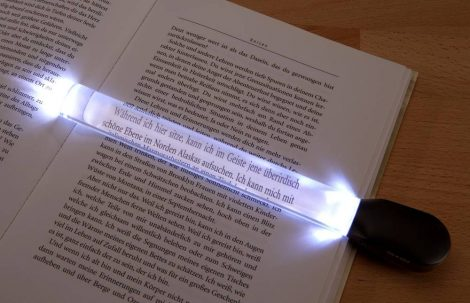Nagyítóvonalzó LED fénnyel.